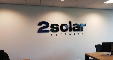 2 SOLAR, freesletters op afstandhouders