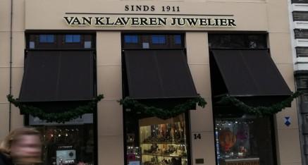 Van Klaveren Juwelier, direct verlichte letters