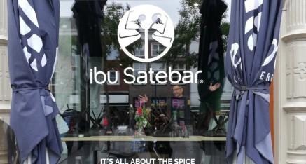 ibu Satebar, reclame d.m.v. gesneden teksten/logo's
