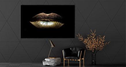 Golden Lips 💋Vul jouw interieur aan met deze gouden afbeelding. Een echte aanvulling voor jouw woning! Door de gouden accenten komt de ruimte nog meer tot leven.⭐️